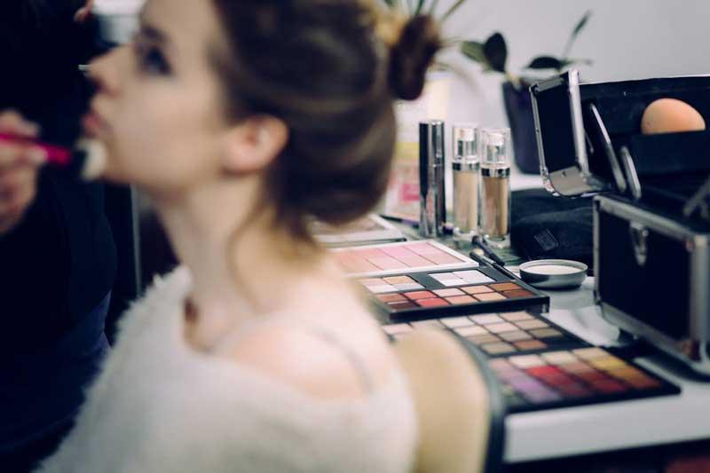 Hoe een mooie foundation aanbrengen? Door Joyce van Dam Hair & Make-up Artist