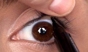 Grote ogen make-up. 7 tips om grote ogen juist kleiner laten lijken met make-up.1