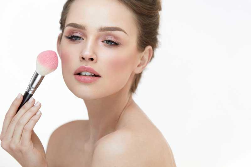 Blush aanbrengen. Hoe breng ik een mooie blush of rouge aan? Door Joyce van Dam Hair & Make-up Artist
