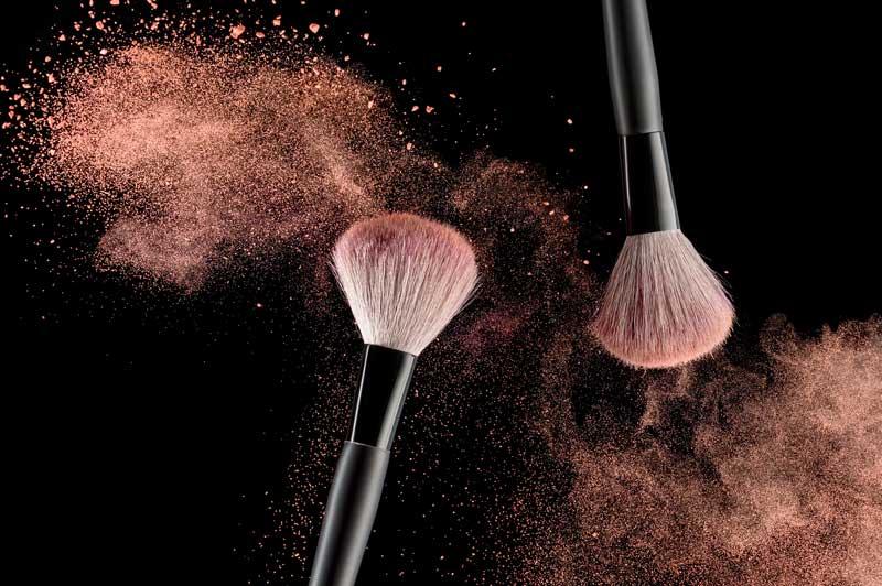Make-up kwasten- waarom moet je hier juist niet op bezuinigen. Welke make-up kwast kies ik. Door Joyce van Dam Hair & Make-up Artist