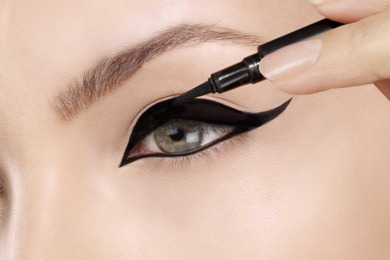 Eyeliner aanbrengen. De verschillende manieren | Door Joyce van Dam Hair & Make-up Artist