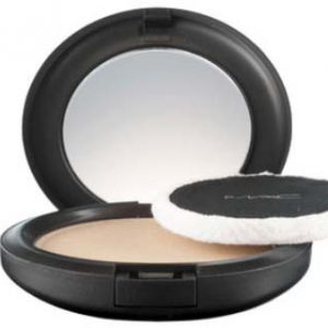 Blot Powder Mac Cosmetics (matterende poeder) Door Joyce van Dam Hair & Make-up Artist